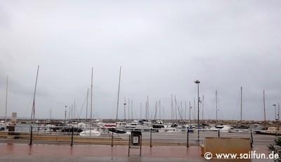 Blick in den Hafen von Sant Pere