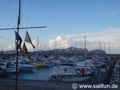 Blick in den Yachthafen von Ca'n Picafort