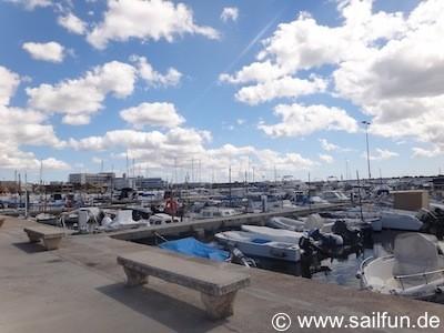 Blick in den Hafen von Cala Gamba
