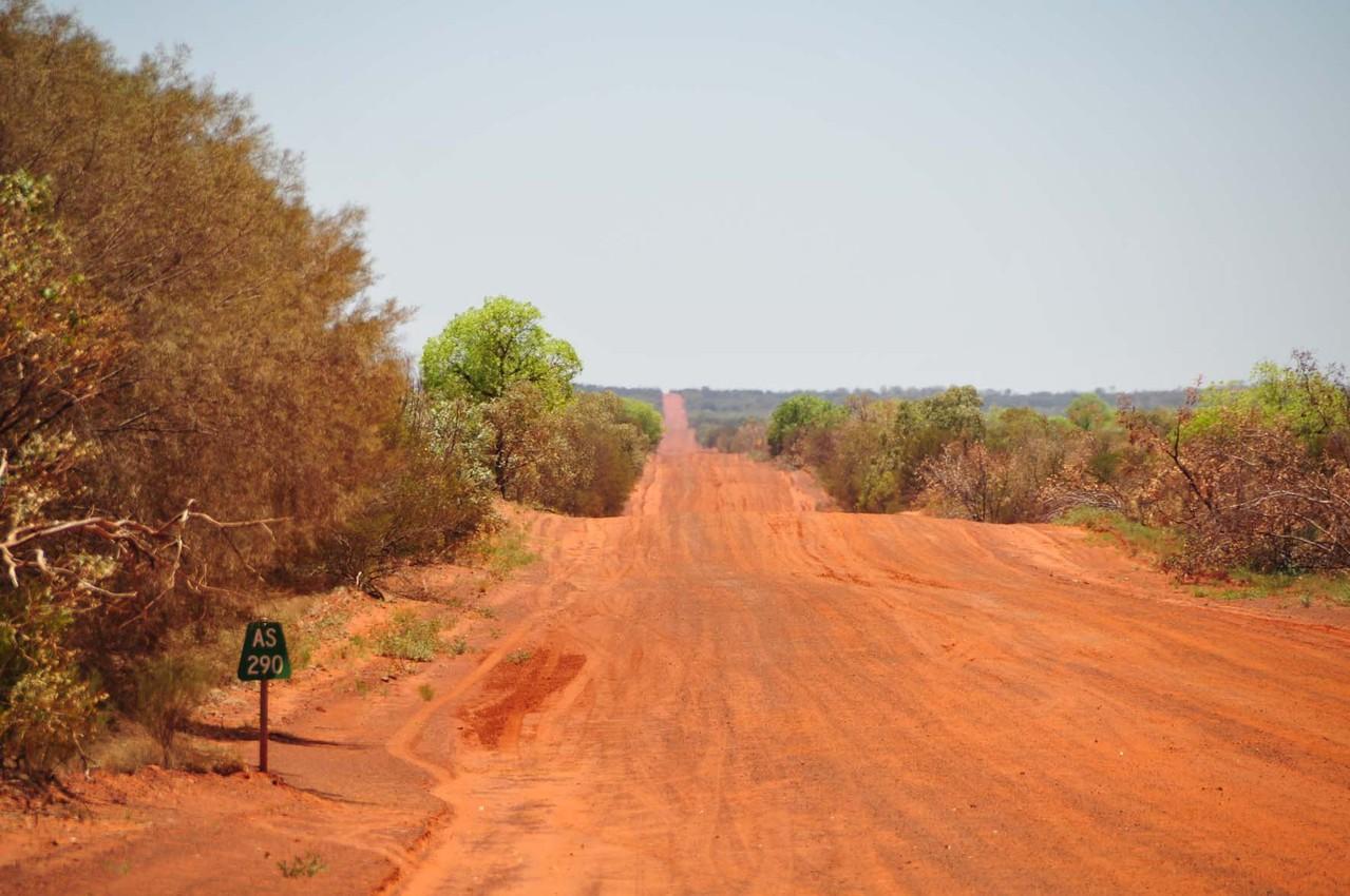 Nur noch 290 Meilen zurück  nach Alice Springs