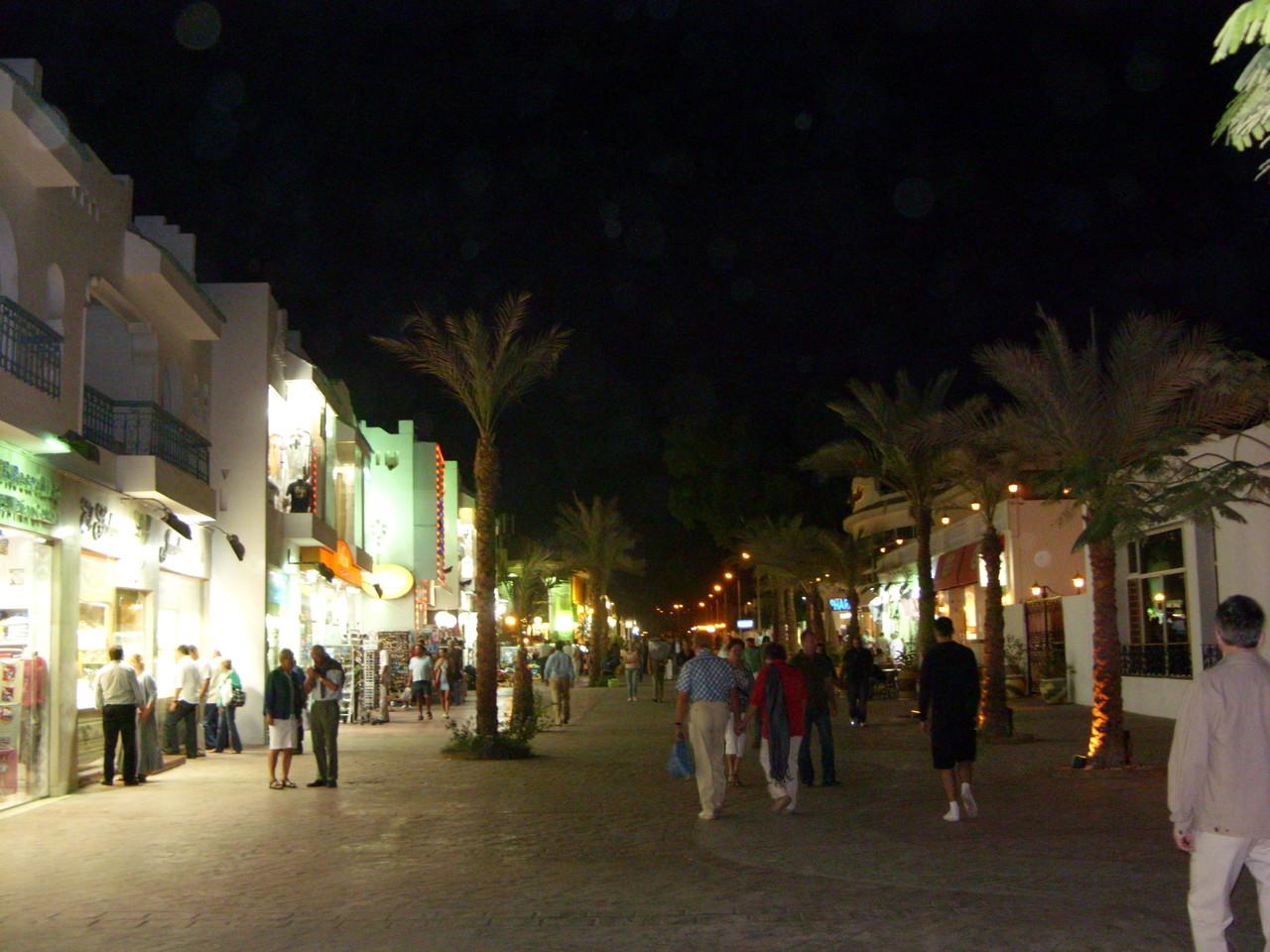 An der Promenade entlang bis ins Zentrum