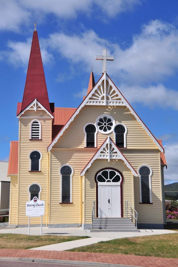 Die Kirche in Penguin und an Devonport vorbei nach
