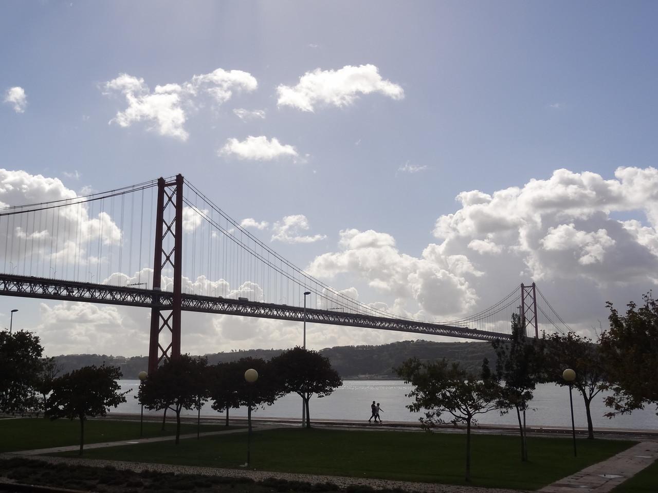 """Ponte 25 de Abril"" über dem Rio Tejo"