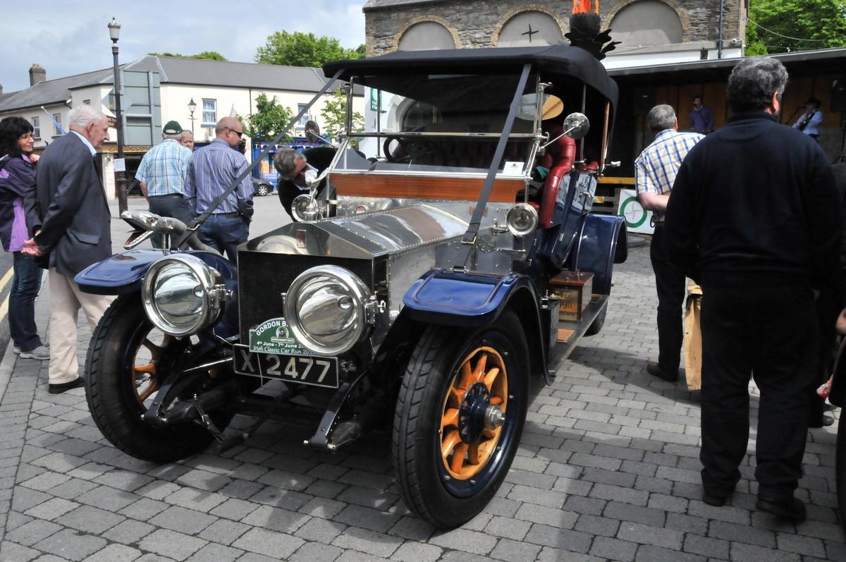 """Der """"Irish Classic Car Run"""" auf dem Marktplatz von Kildare"""