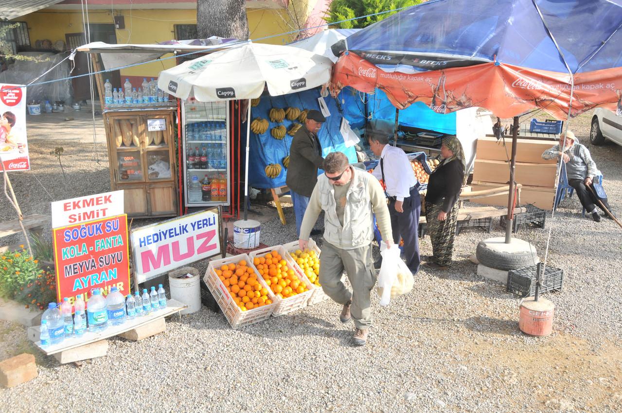3. Tag - Erkan besorgt uns frische Bananen für unterwegs