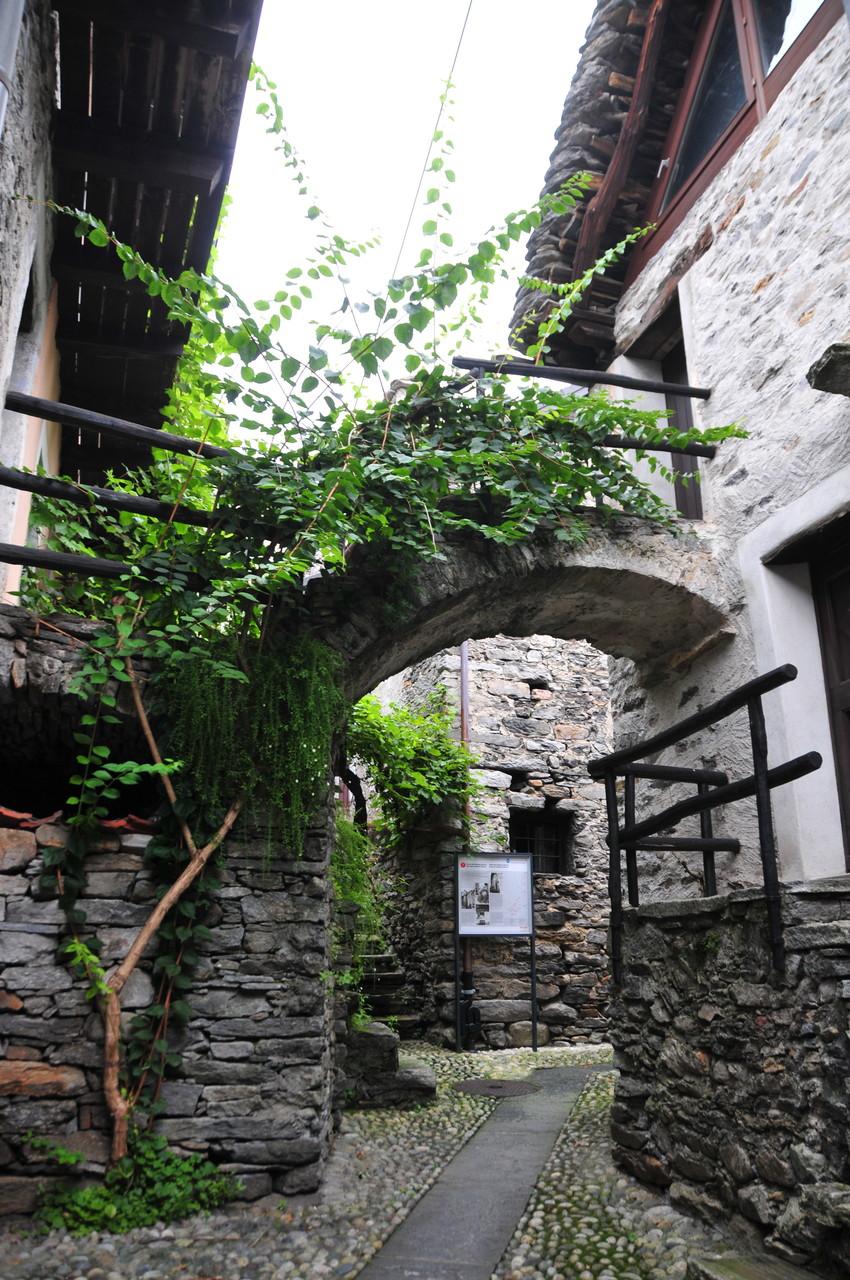 Romantische Hinterhöfe, Brione sopra Minusio