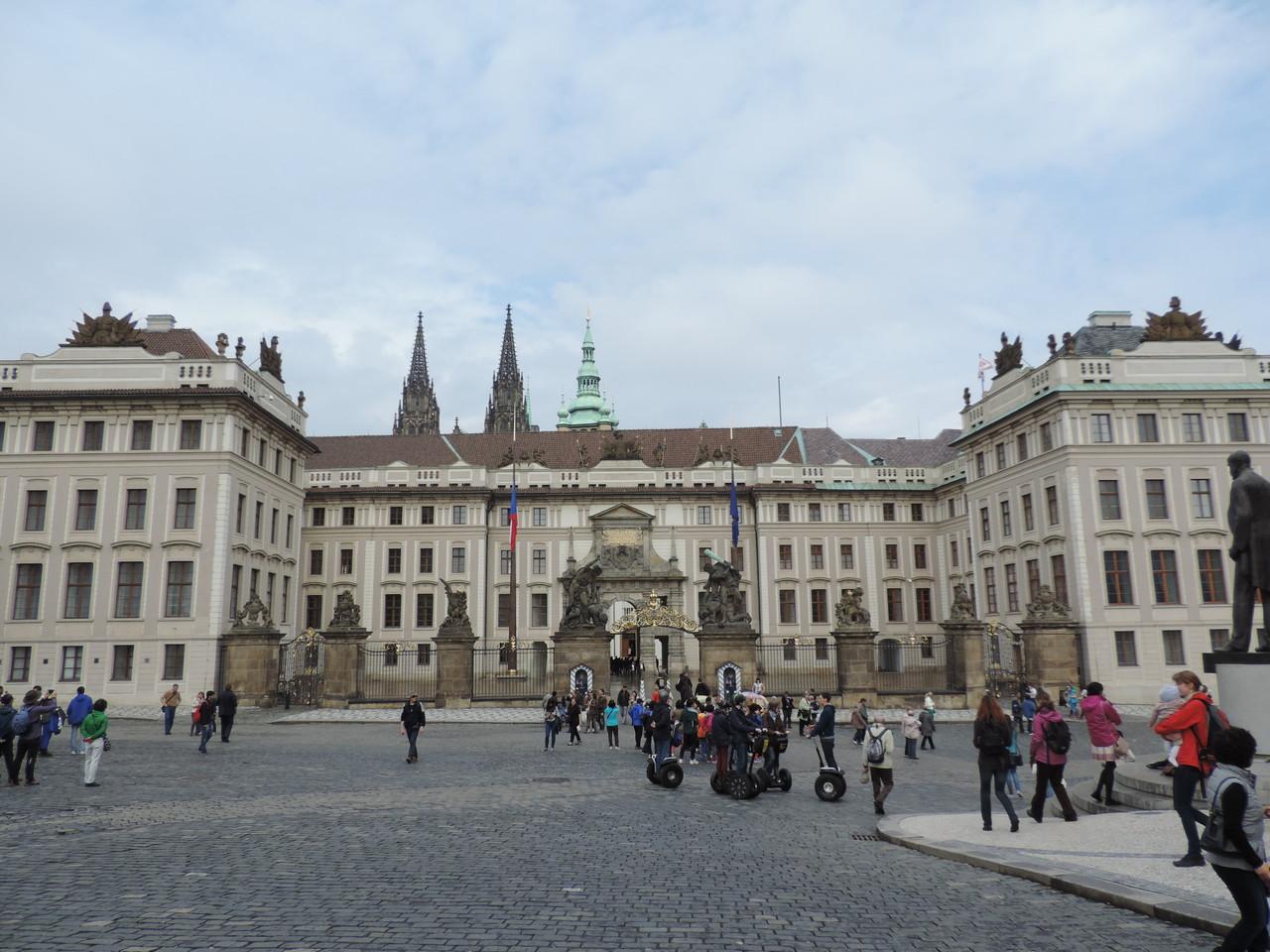 Der erste Burghof der Schlossanlage