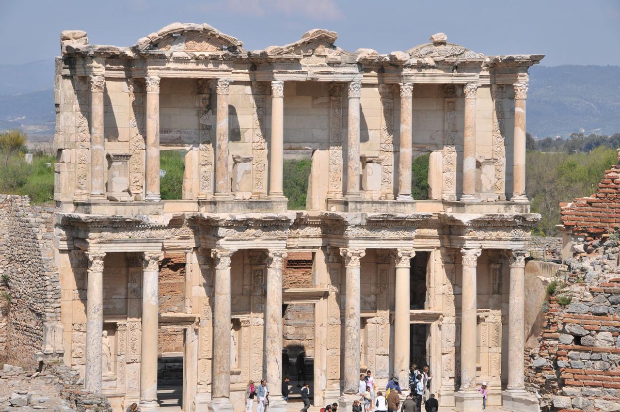 Fassade der Celsus Bibliothek