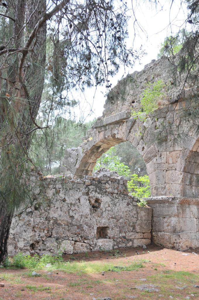 Die Ruinen der ehemaligen Therme von Phaselis