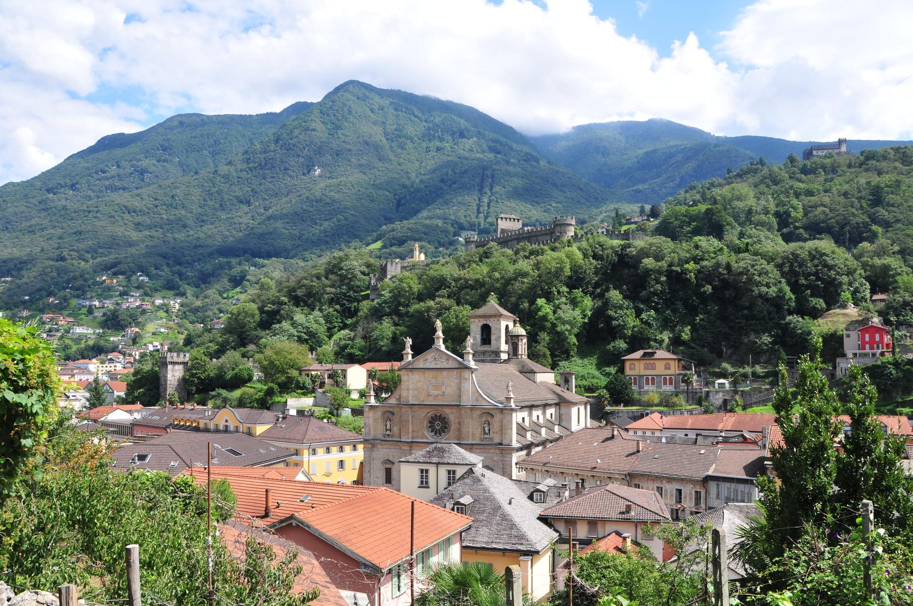 Vom Castelgrande mit Blick auf Montebello und Sasso Corbaro