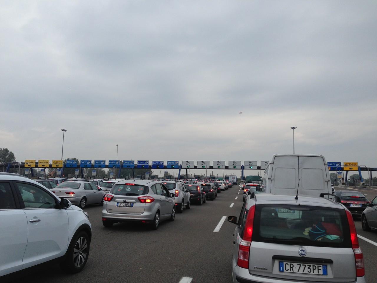 Auf der Heimfahrt - Die Autobahn-Zahlstelle bei Mailand
