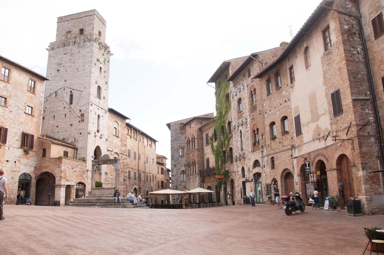 """Die """"Piazza Cisterna"""""""