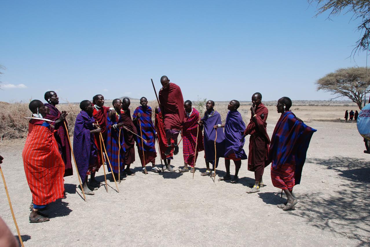 """Die berühmte """"Sprungkraft"""" der Massai"""