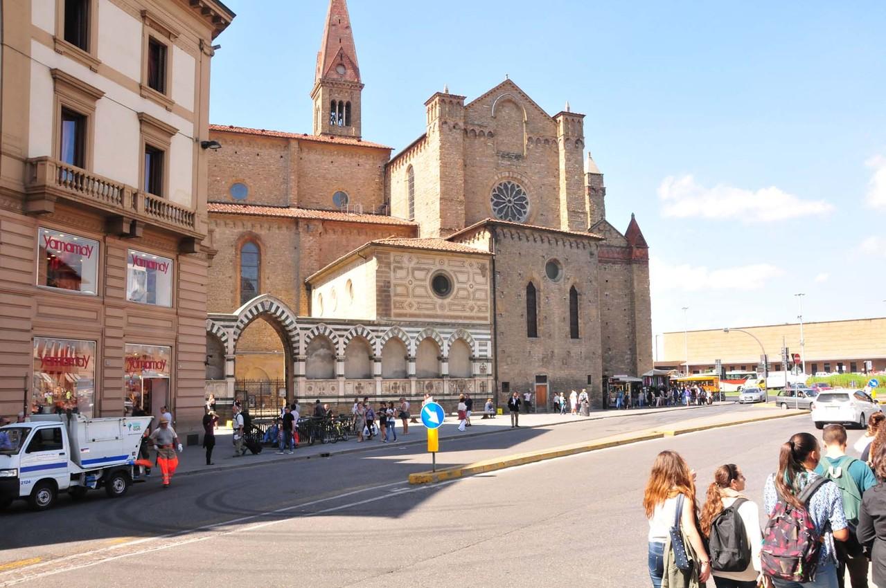 """Chiesa di Santa Maria"" am gleichnamigen Bahnhof"