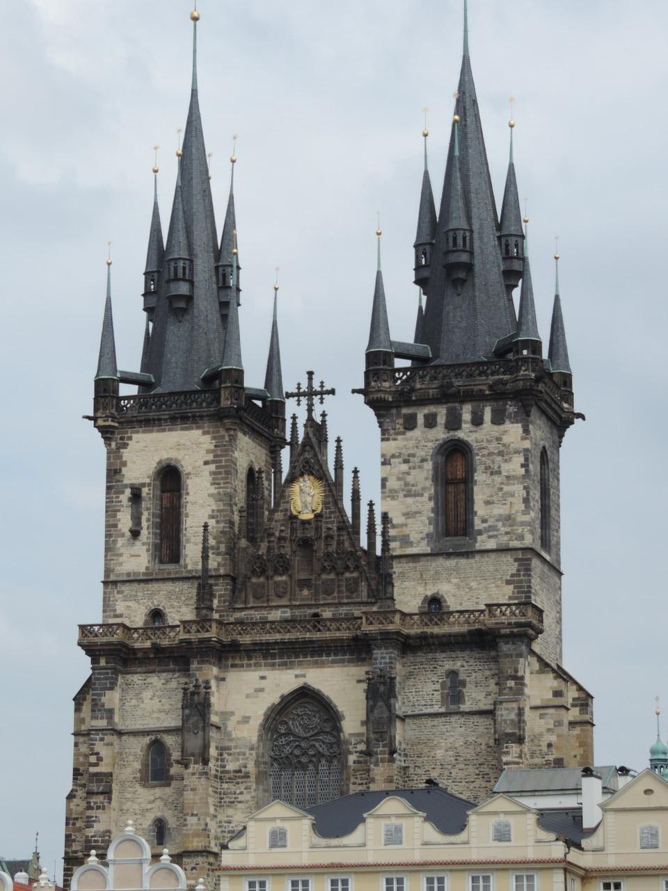 Altstädter Ring mit der gothischen Teyn-Kirche