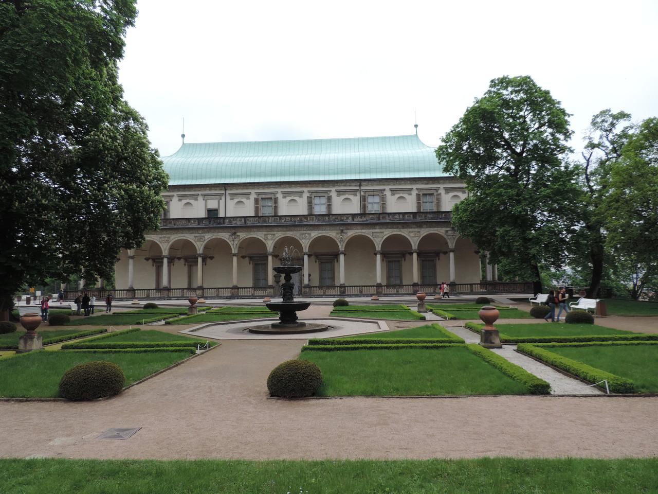 Schloss Belvedere mit dem singenden Brunnen