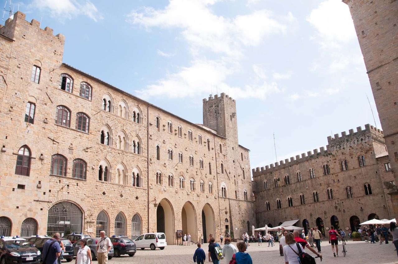 "Auf der ""Piazza dei Priori"""