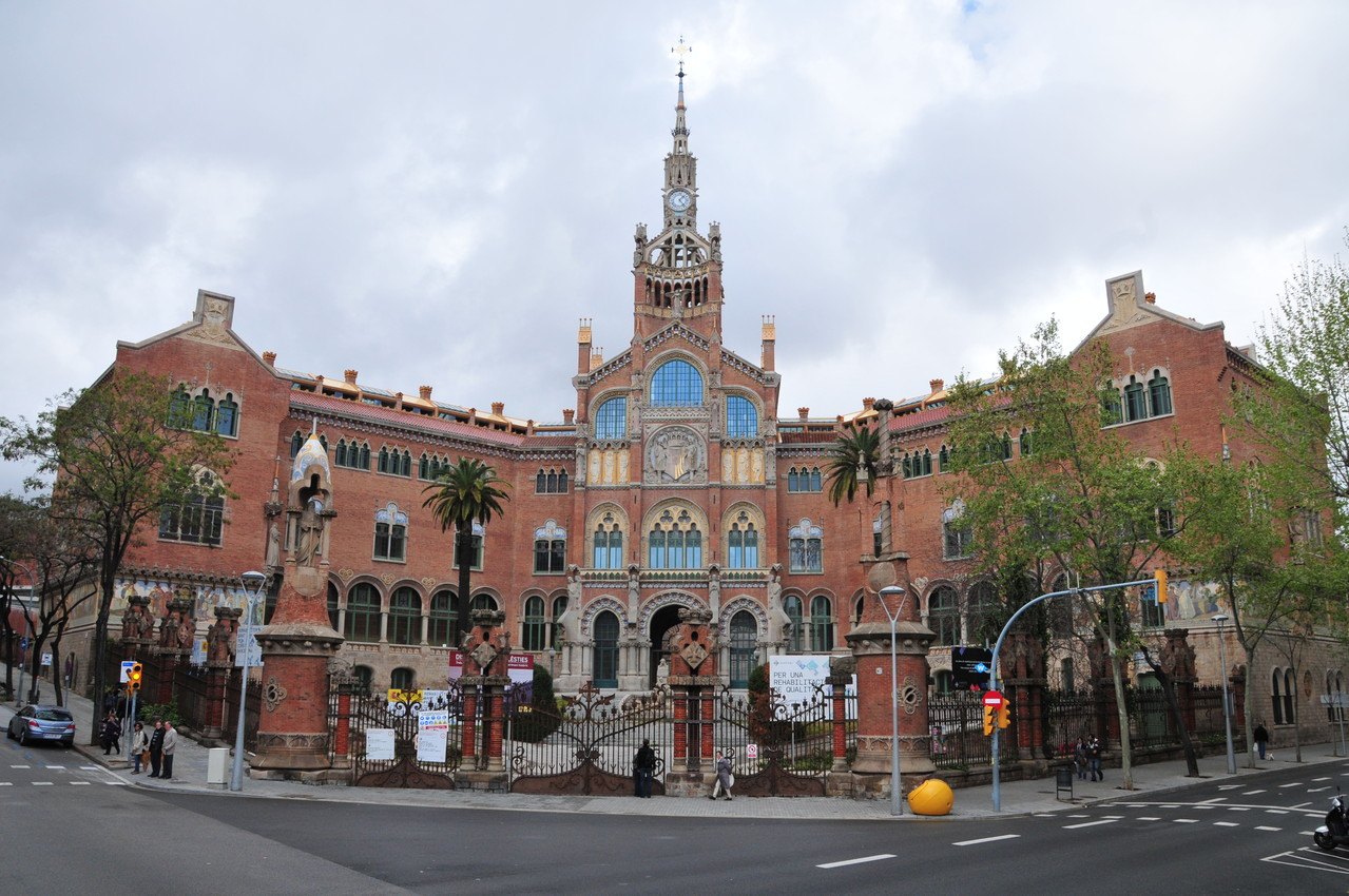 """Das Spital """"Hospital de la Sta. Creu i St. Pau"""""""