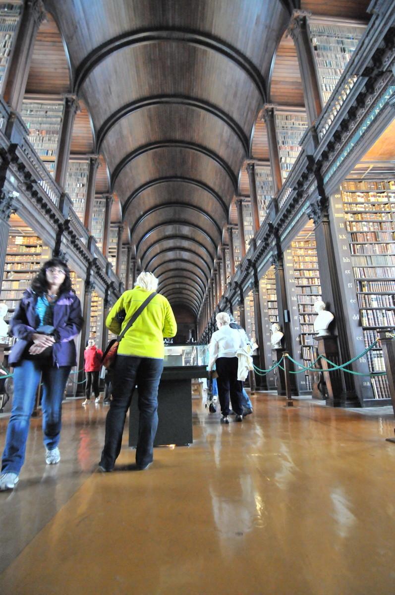 ...und dessen unglaublicher schöner Bibliothek