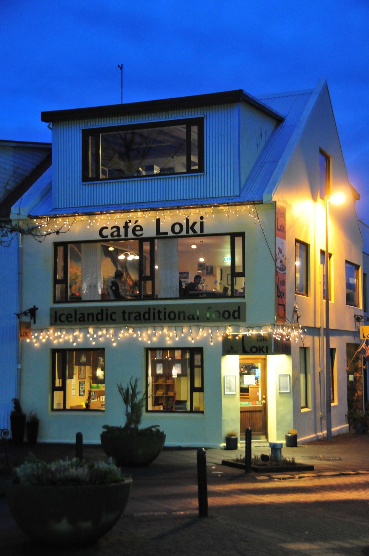 Cafe Loki mit lokalen Köstlichkeiten