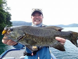 野尻湖 ルアー スモールマウスバス47cm