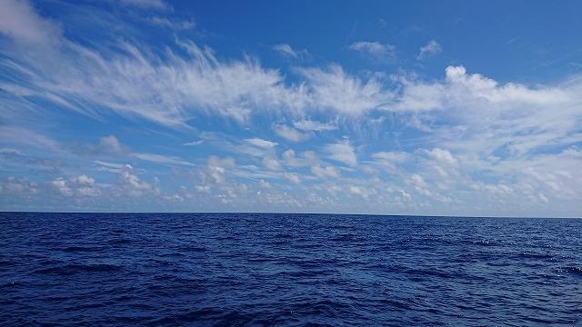 コバルトブルーの久米島沖