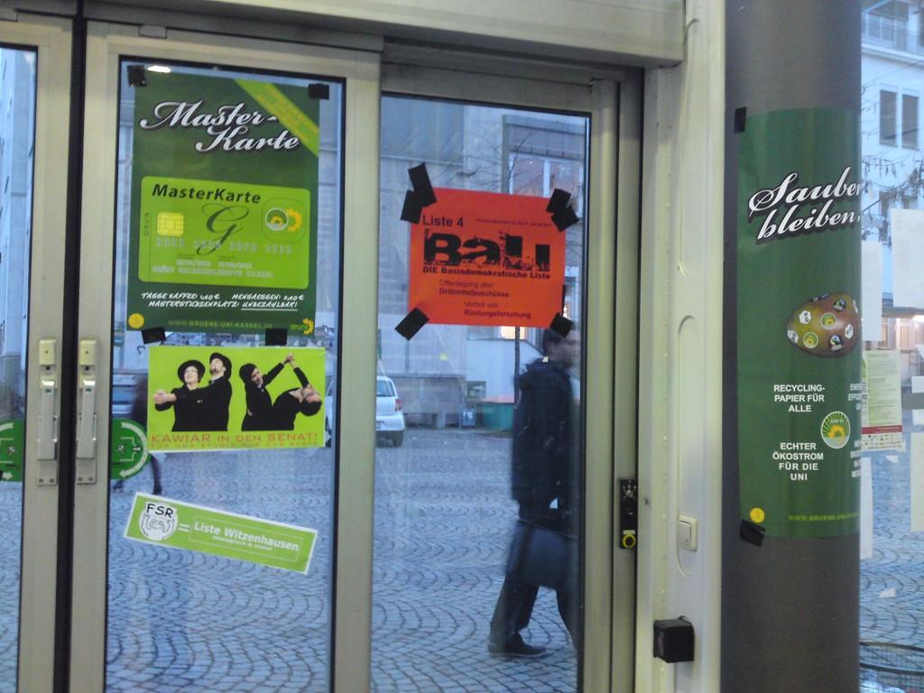 Eingangstür zum Wahllokal KW3