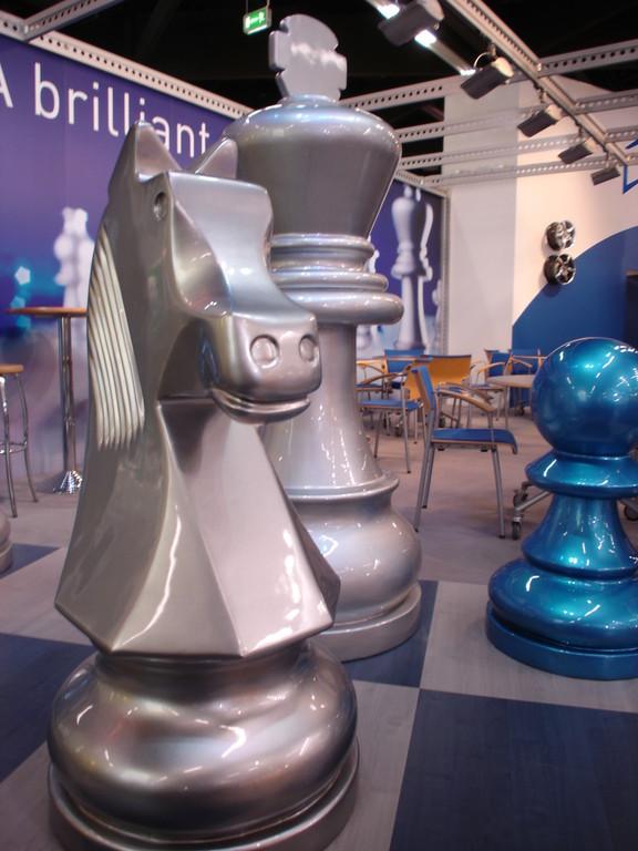 Die Schachfiguren waren ideale Objekte, um die Glanz-Effekte der unterschiedlichen Schlenk Metallic Pigmente zu demonstrieren.