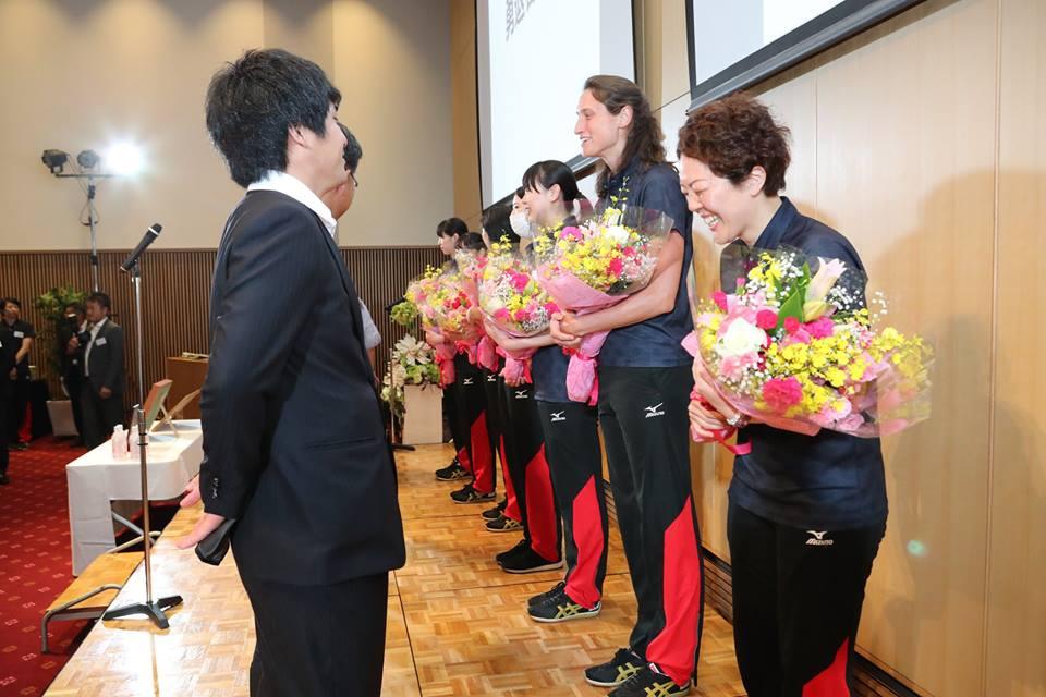 勇退選手・スタッフへの花束贈呈