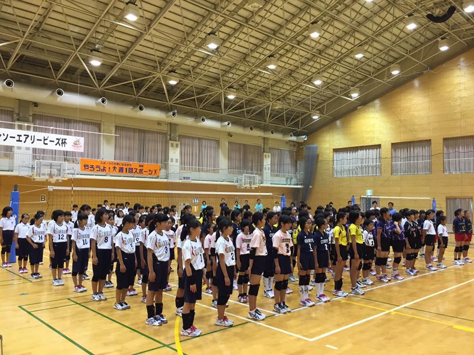 開会式の様子 出場9チームが整列
