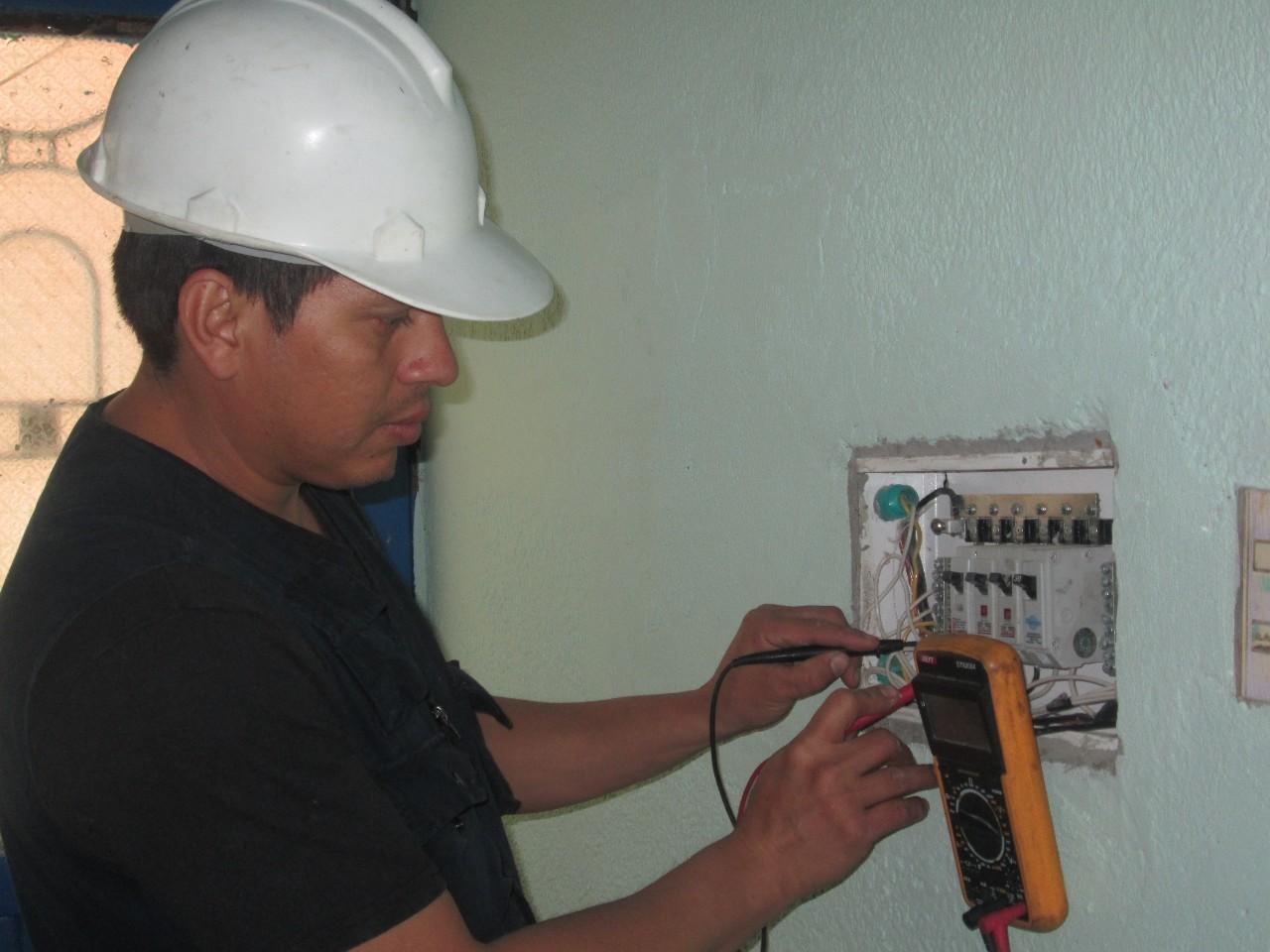 Plomero gasista y electricista a domicilio las 24 hs cap - Electricista a domicilio ...