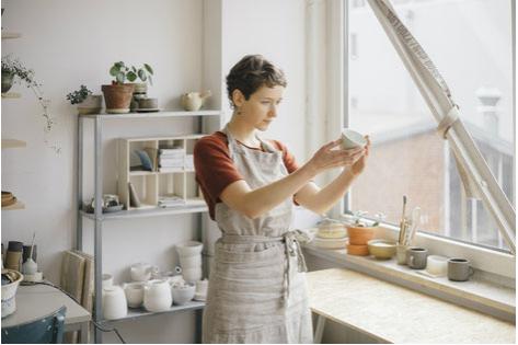 Gründerin Nata fertigt alle Produkte von Hand