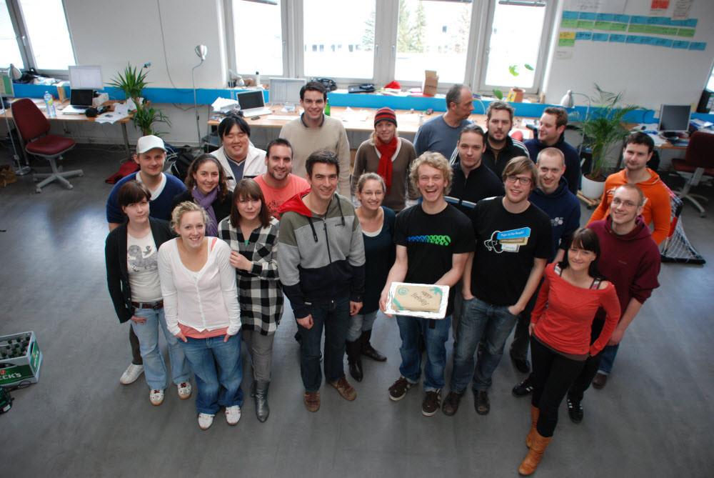 Alle 21 anwesenden Teammitglieder zum Gruppenfoto aufgestellt