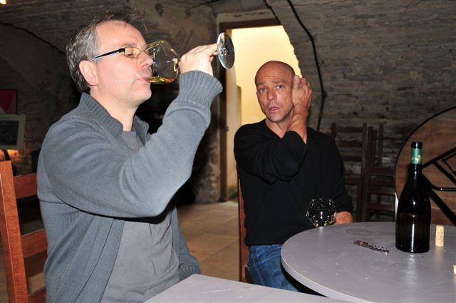 Bei der Weinprobe