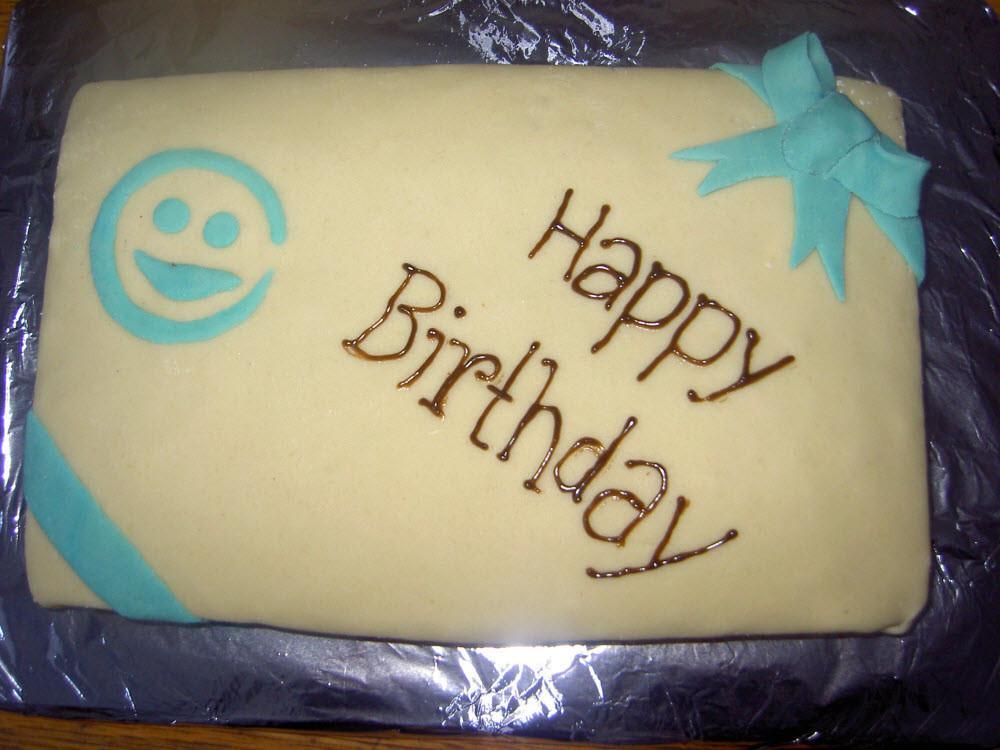 """""""Happy Birthday"""" - der Kuchen, bevor die Meute auf ihn losgelassen wurde..."""