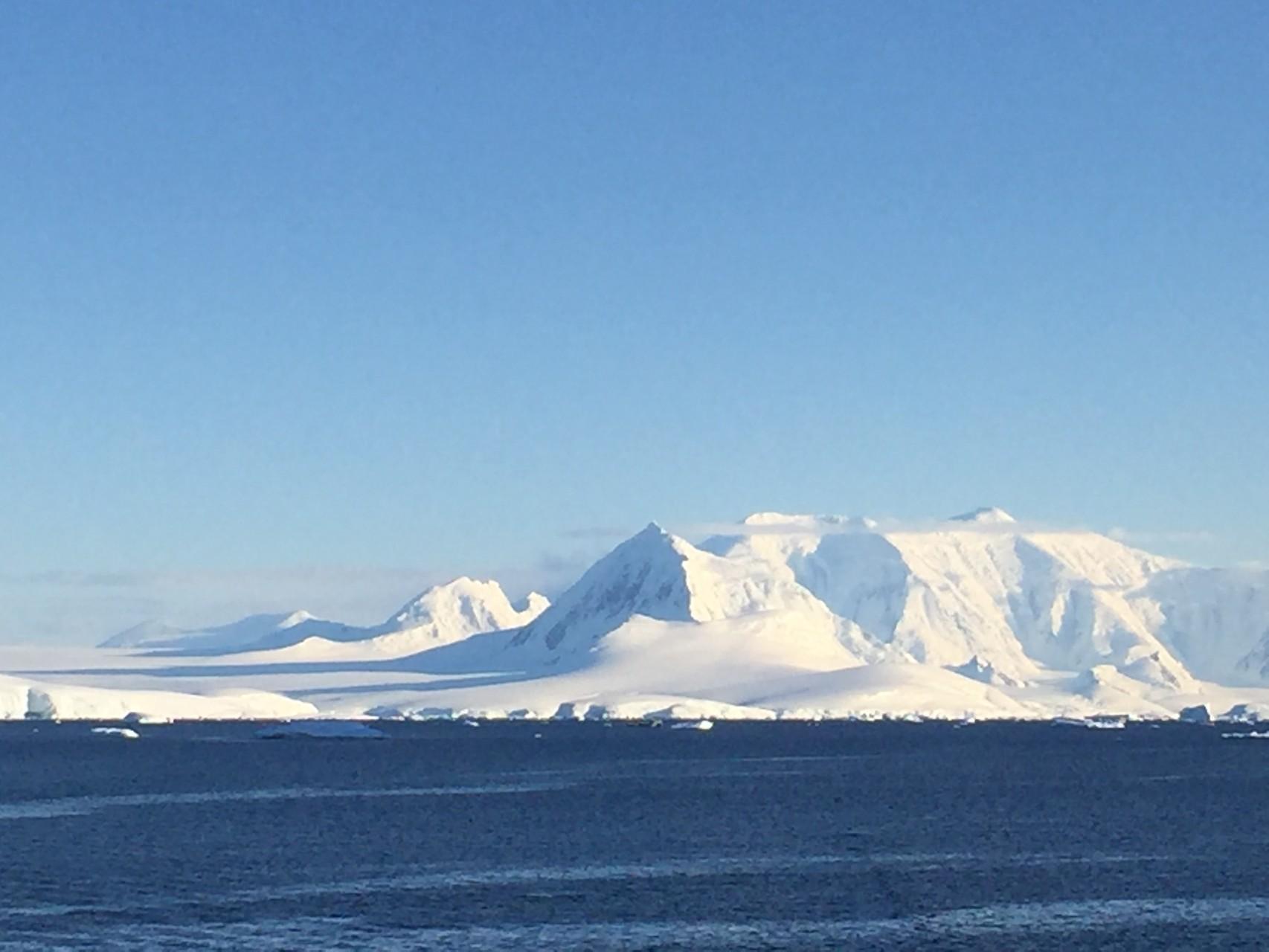...und die Eisberge darum herum