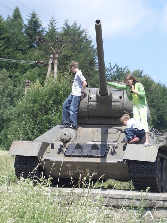 Überreste vom 2. Weltkrieg auf dem Weg zum Duklapass
