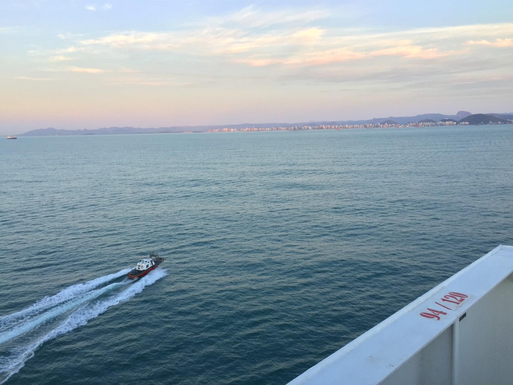Hafeneinfahrt bei Sonnenaufgang in Vitoria