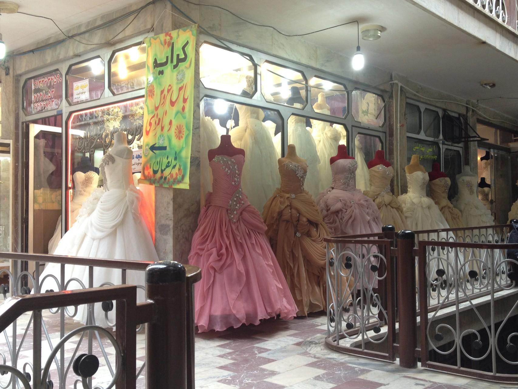 ....mit vielen Brautkleidern!