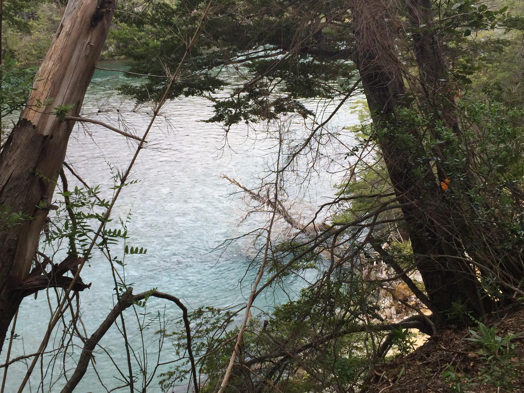 ....am Fluss entlang