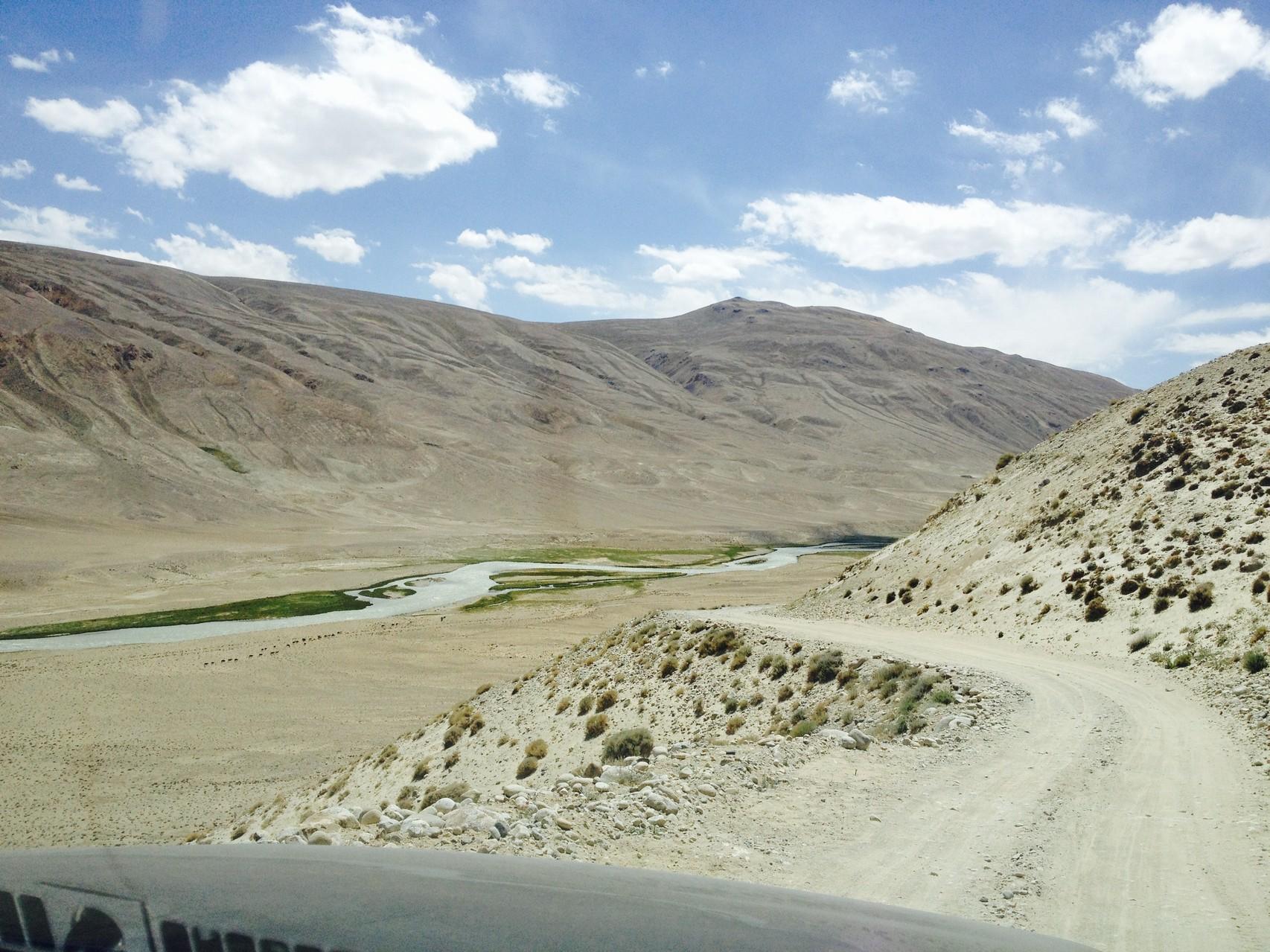 Erster Blick auf den Pamir, im Hintergrund Afghanistan