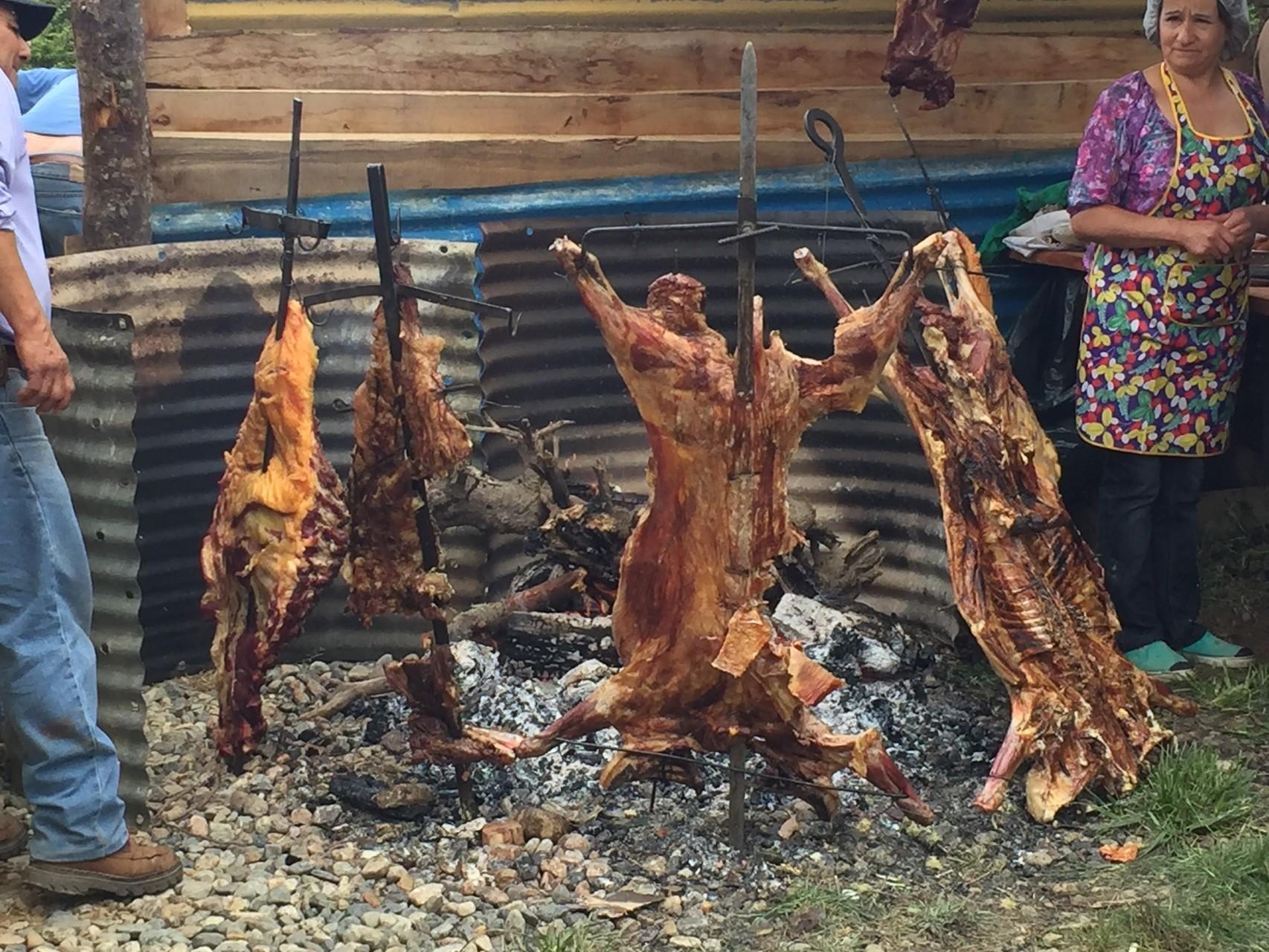 Grillieren von Schafen......