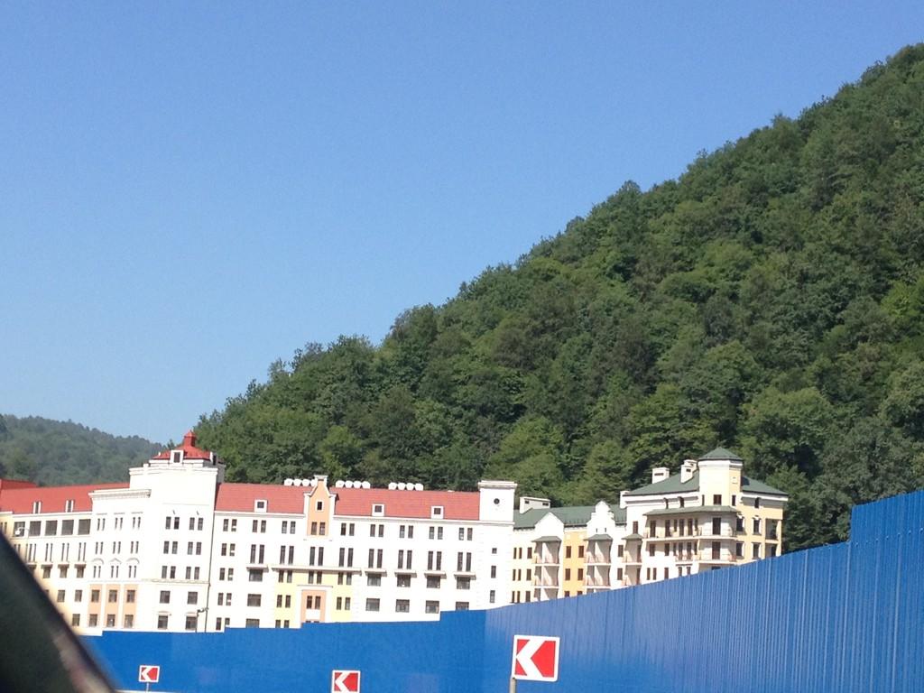 Retortenskiort für Olympia in den Bergen, noch unbewohnt