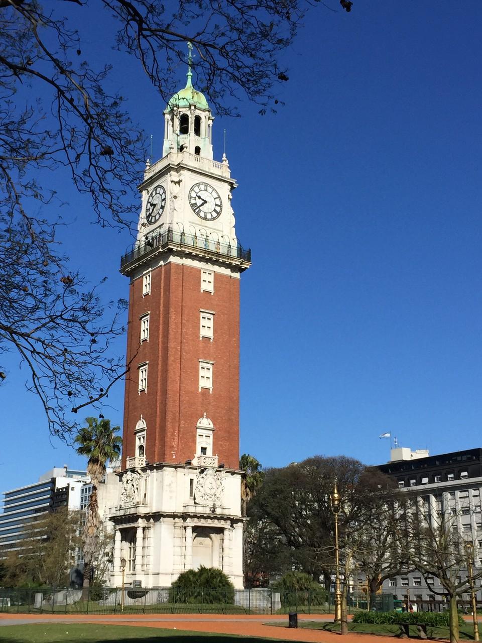 Glocktower von den Engländern im 19 Jh. gespendet...