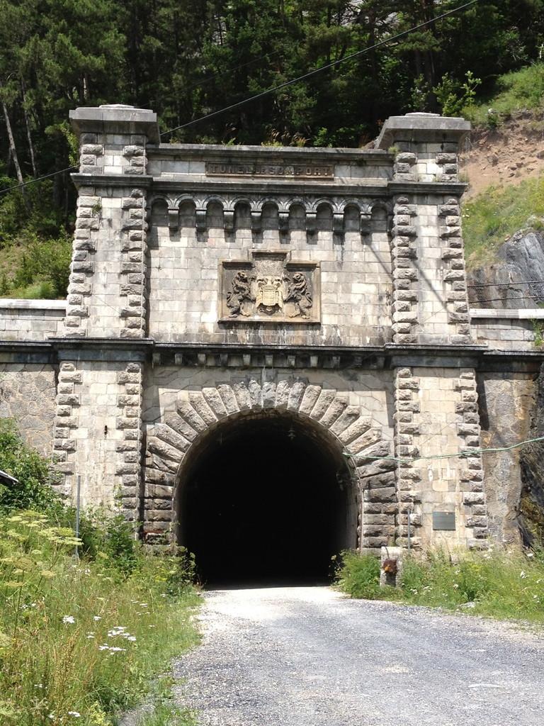 ....mit geschlossenem Tunnel
