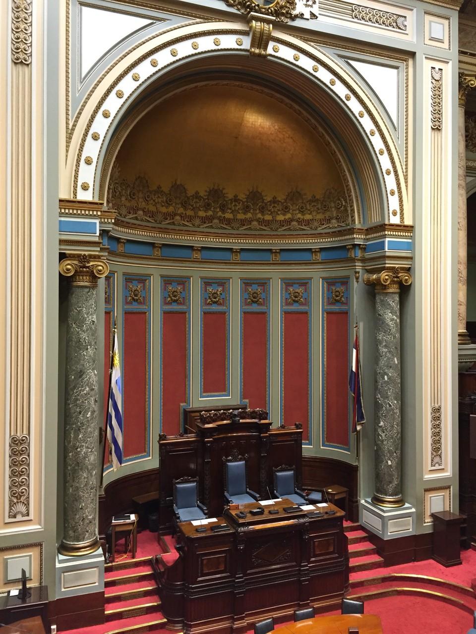Im Saal des Senats