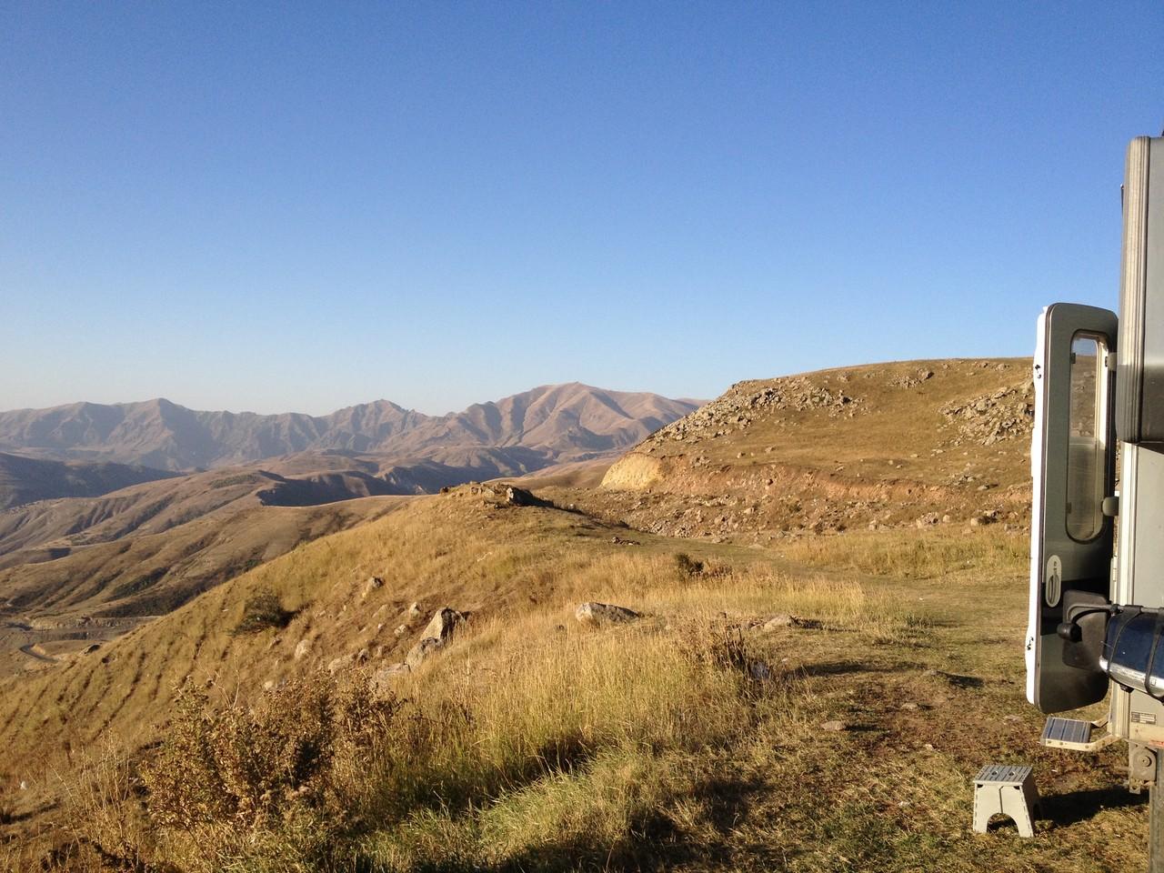 Ausblick vor der Abfahrt auf  dem Selimpass (2300m)