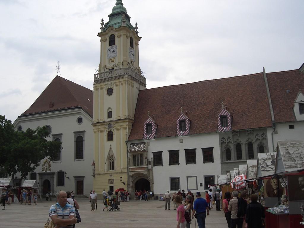 Alter Marktplatz und Rathaus in Bratislava