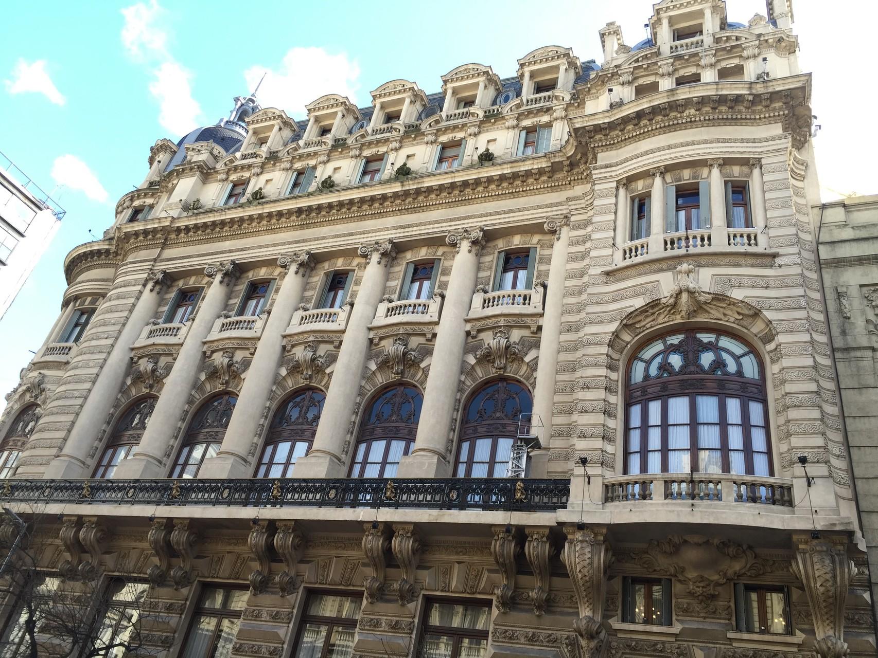 Spaziergang durch die Altstadt mit wunderschönen Gebäuden