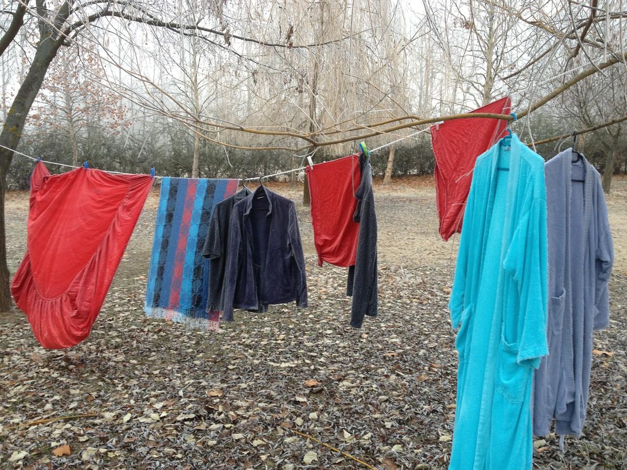Steife Wäsche vom Frost in Ungarn